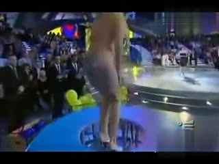 俄罗斯美女献上比基尼柔术表演