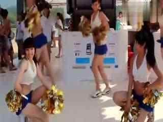 比基尼美女性感热舞