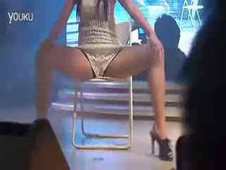 美女热舞 郁可唯性感椅子舞