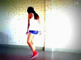 长腿美女跳墨尔本鬼步舞视频