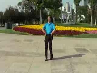 广场舞步分解图_美久广场舞草原一枝花分解教材和背面演示青