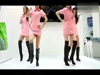 长靴美女性感护士装火辣热舞