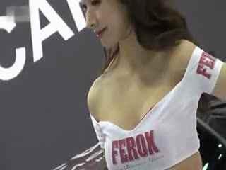 韩国性感美女车模不穿底裤