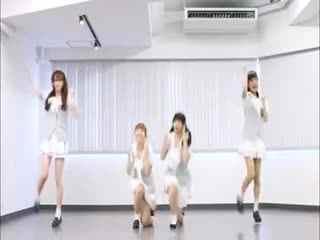 日本美女大雪天短裙可爱舞蹈