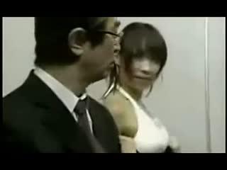 搞笑视频 《古墓丽影9》美女劳拉惨被虐视频