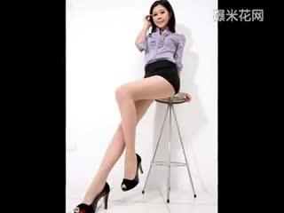 性感超短裙美女肉丝丝袜美腿