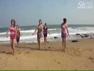 海滩泳装即兴广场舞[超清版]图片
