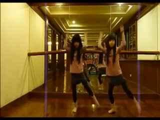 台湾双胞胎小萝莉美女跳舞视频