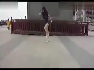 国内街舞美女跳鬼步舞