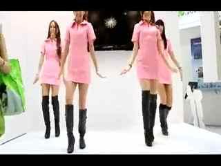 长靴美女穿性感护士装热舞