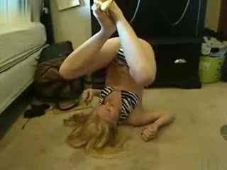 笑死人视频:给你个重口味美女倒立用脚吃香蕉