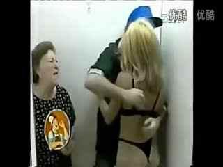 爆笑电梯激情无节操 美女搞笑视频全集之恶搞路人