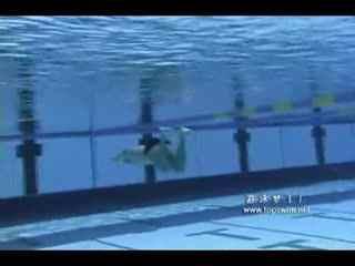蛙泳技巧 蛙泳的正确腿姿势图解 衣服搭配技巧