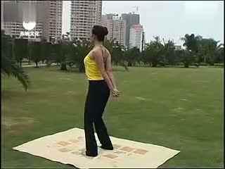 瑜伽减肥半蹲式 瑜伽入门教学视频图片