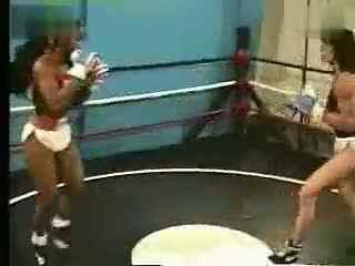 女子拳击现场 wwe女子撕衣