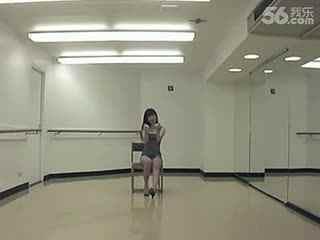 美女热舞 性感美女诱惑椅子舞