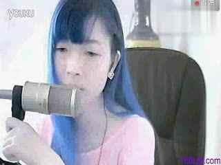 漂亮美女女主播唱歌《爱一点》